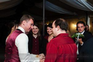 Az ifjú pár és az Ad Libitum Gitáregyüttes tagjai az esküvői fellépésen – 2013 (Foto: Mitcsenkov Attila)